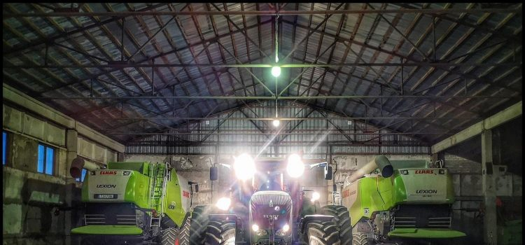 biggest tractors in the world claas combain